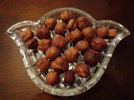 Орехи содержать достаточно много белка