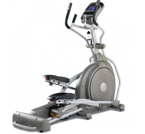 эллиптический тренажер полезен для спины и эффективен для снижения веса.
